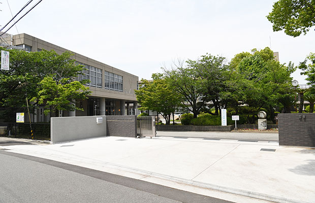 市立加古川中学校<br /> (徒歩5分/約400m)
