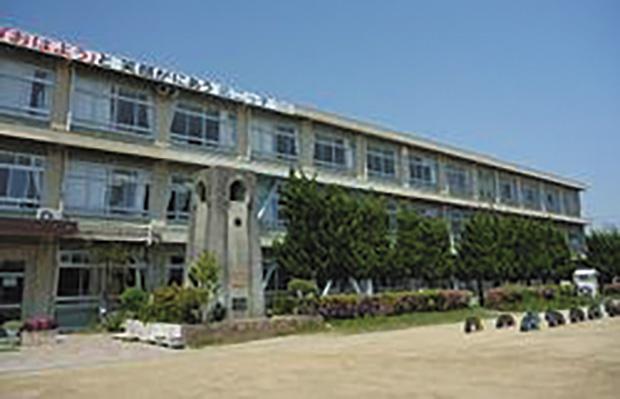姫路市立広畑第二小学校<br /> (徒歩11分/約850m)