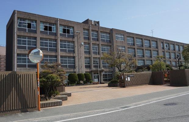 平岡南小学校<br /> (徒歩20分/約1600m)