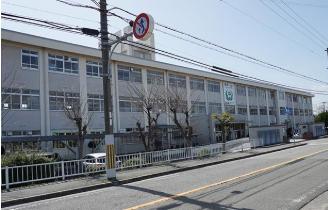 飾磨西中学校<br /> (徒歩17分/約1300m)