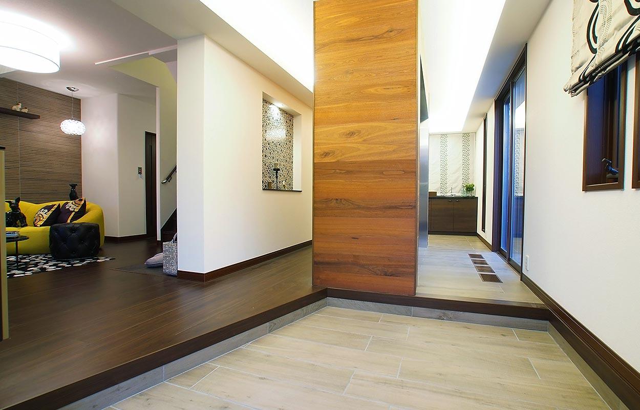 鉄骨系住宅 住まいの情報プラザ デシオ展示場 内観写真:2WAY玄関